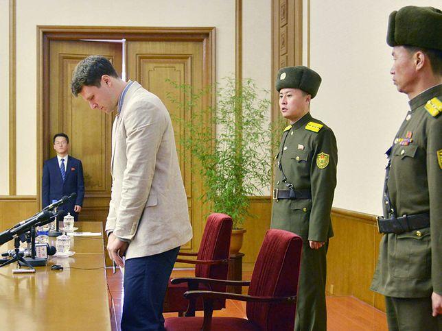 Otto Warrmbier na sali sądowej w Korei Płn.