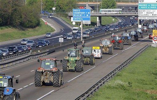 1000 traktorów najechało na Paryż - zdjęcia