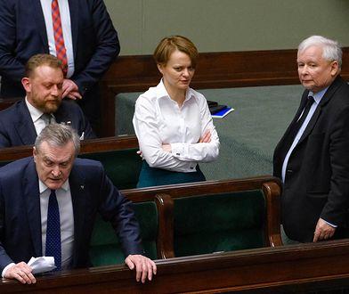 Sejm. Jarosław Kaczyński i Jadwiga Emilewicz w momencie, kiedy padły słowa o chamskiej hołocie