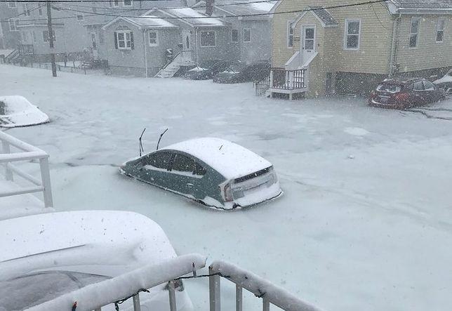 Woda z oceanu wdarła się do miasta, w którym panuje -30 stopni Celsjusza. Oto efekt