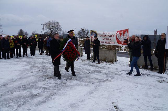 Ambasador Rosji w Polsce złożył kwiaty w miejscu, gdzie kiedyś stał pomnik gen. Czerniachowskiego