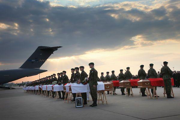 W katastrofie smoleńskiej zginęło 96 osób