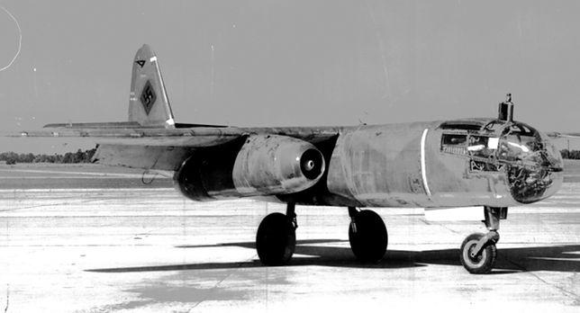 (Odrzutowy samolot bojowy Arado 234 Blitz, fot. wall.alphacoders.com)