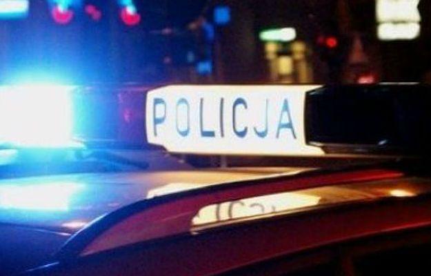 Policja: bez powodu zaczął kopać i bić po ciele swoją partnerkę