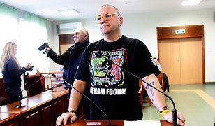 Jerzy Owsiak na sali Sądu Rejonowego w Złotoryi, gdzie zeznawał w procesie przeciwko blogerowi MatkaKurka