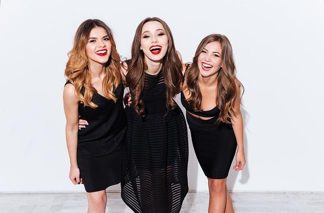 Czarne sukienki, które chcemy mieć w szafie. Wybraliśmy 30 najładniejszych modeli dla różnych figur