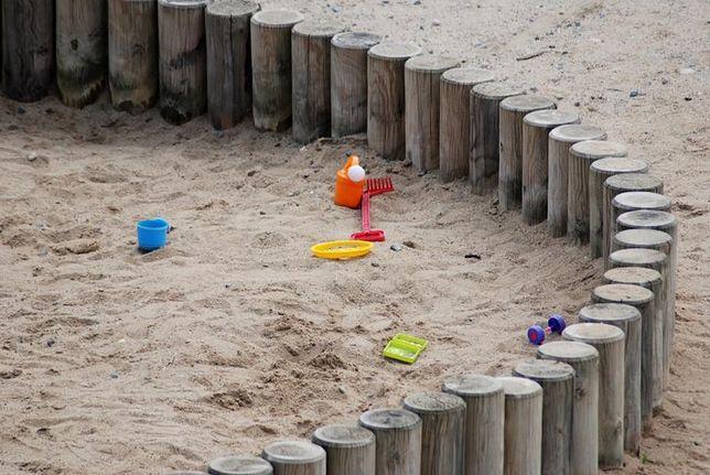 Okradł dziecko bawiące się w piaskownicy