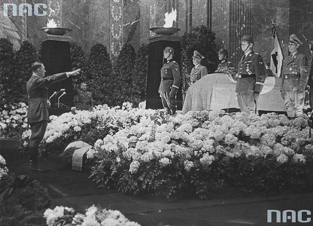 Adolf Hitler na pogrzebie Reinharda Heydricha. 9 czerwca 1942 r.