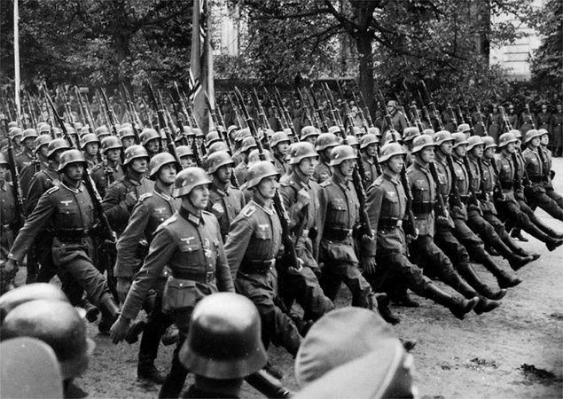 Kampania sierpniowa - dlaczego Adolf Hitler odłożył atak na Polskę?