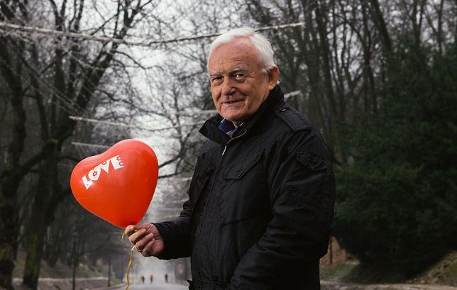 Leszek Miller złożył Polkom życzenia z okazji Dnia Kobiet. Pokazał zdjęcie wnuczki