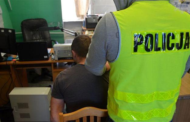 Złodziej samochodów próbował staranować policjanta w Gdańsku. Funkcjonariusze musieli użyć broni