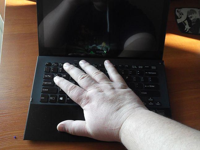 Ja wiem, że jestem za duży ale ten Ultrabook jest naprawdę mały :)