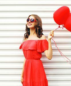 Hit lata, czyli czerwona sukienka - w tych modelach przyciągniesz niejedno spojrzenie!