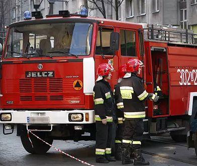Samochód spłonął na Woli. Szybka akcja strażaków