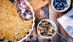 Crumble. Błyskawiczny deser z owocami i słodką kruszonką