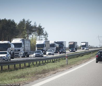 Kierowcy spędzają całe dnie w samochodach. Potrzebują odpoczywać, ale nowe sankcje nie pozwalają na 45-godzinne przesiadywanie w kabinach pojazdów