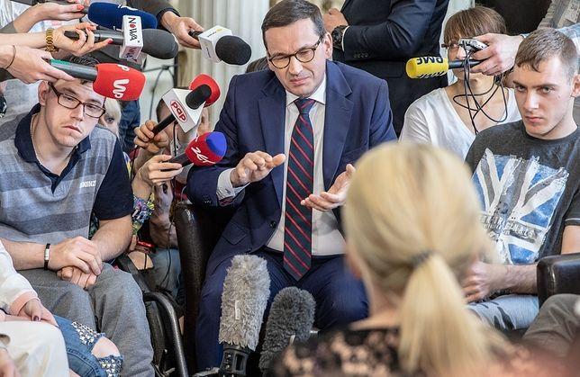 Przedstawiciele rządu wielokrotnie spotykali się już z protestującymi niepełnosprawnymi i ich opiekunami, ale do porozumienia nadal nie doszło.