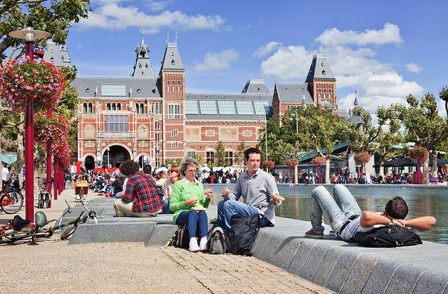 Klimat miasta tworzą liczne kanały, a także znajdujące się na ich nabrzeżach restauracje i kawiarnie