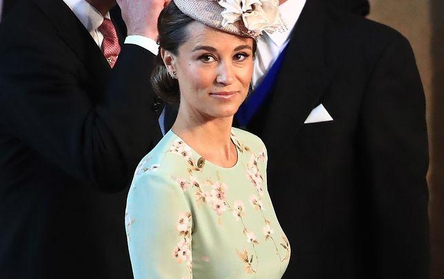 Pippa Middleton w ciąży na ślubie Harry'ego i Meghan. Brzuch już widoczny