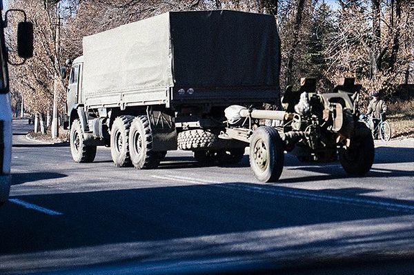 AFP: do Doniecka ciężarówki bez tablic rejestracyjnych, wiozą armaty