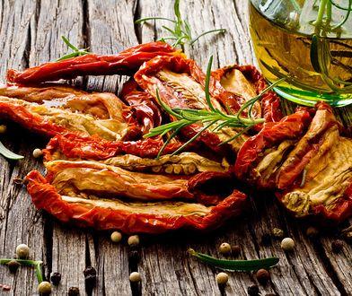 Suszone pomidory to popularny składnik diet odchudzających.