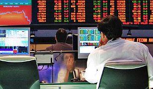 Inwestorzy z niepokojem patrzą na wykres najpopularniejszej kryptowaluty.