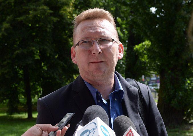 Nie dostał zadośćuczynienia za śmierć Anny Walentynowicz, ale dostał pracę w spółce podległej MON
