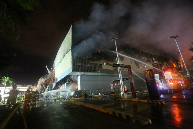 Pożar wybuchł na trzecim piętrze centrum handlowego