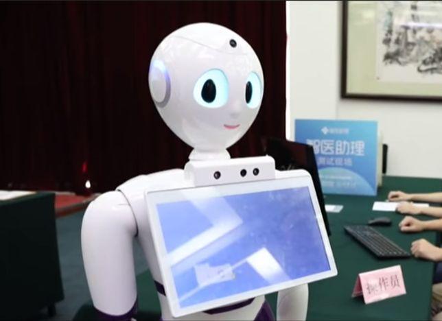 Chiński robot został lekarzem. Zdał egzaminy lepiej od wielu ludzi