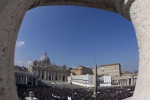 Watykan potępił próby wpłynięcia przez media na wynik konklawe