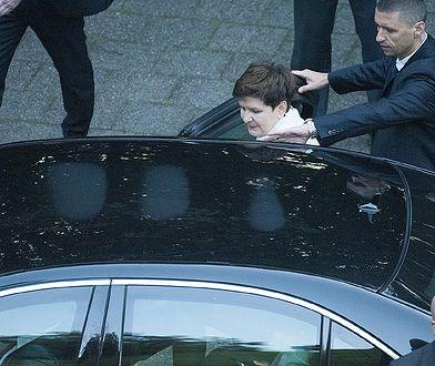 Beata Szydlo wsiada do samochodu