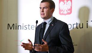 """Witold Bańka zdeubekizuje polskie związki sportowe? Środowisko na """"tak"""", opozycja podzielona"""