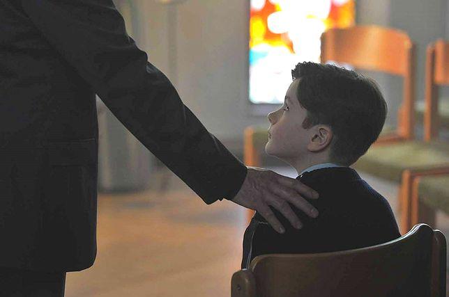 """""""Dzięki Bogu"""": pedofilia w Kościele oczami Francuzów. To historia oparta na faktach"""
