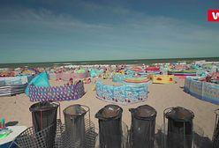 Turyści zostawiają po sobie tony śmieci. Często zakopują je w piasku