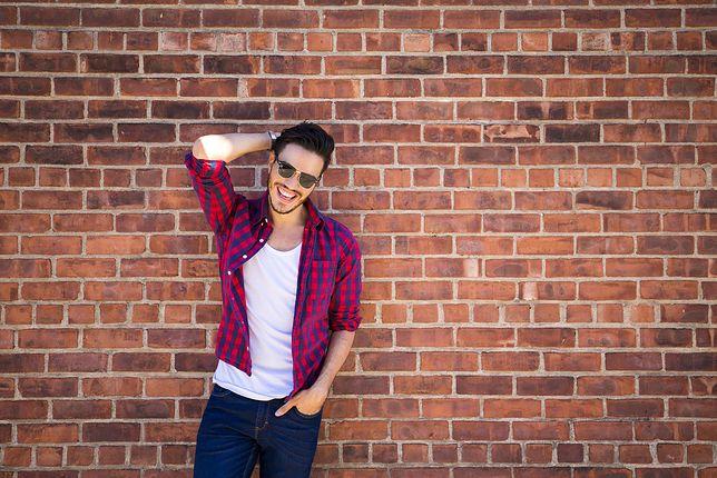 Męska koszula na luzie – baza codziennych stylizacji