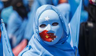 """Chiński sposób na muzułmańskich """"ekstremistów"""".  Metody jak z powieści Orwella."""