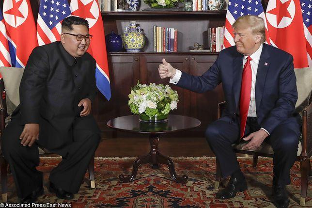 """Trump i Kim Dzong Un podpisali dokument. """"Rozpoczynamy proces denuklearyzacji"""""""