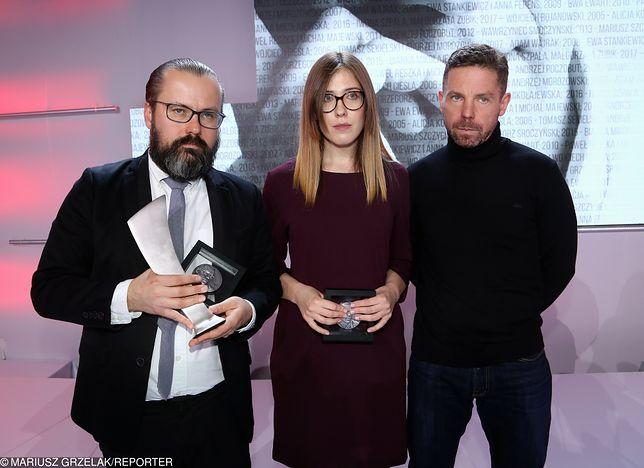 Pierwszy z prawej: Piotr Wacowski
