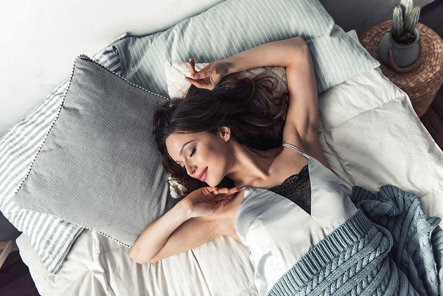 Koszulka nocna świetnie przylega do ciała i nie przeszkadza w spaniu