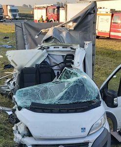 Pomorskie. Wypadek na autostradzie. Kierowca uderzył w ciężarówkę na pasie awaryjnym