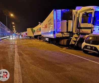 A2. Nocny wypadek na Konotopa w Warszawie. Cały czas gigantyczne korki