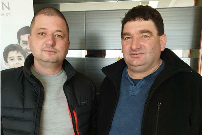 Rolniczy sami zaczęli badać skutki stosowania chemii w uprawach. Po lewej Marcin Bustowski organizator akcji, po prawej Bogusław Leszczyński, u którego stwierdzono rekordowy poziom glifosatu w moczu.