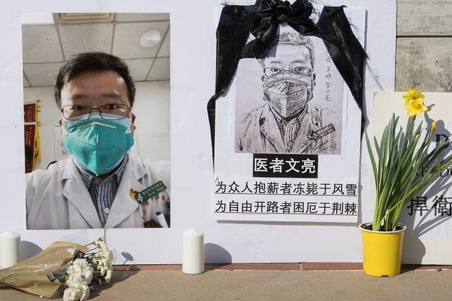 Koronawirus na świecie. Policja z Wuhan przeprosiła rodzinę lekarza Li Wenlianga, który ostrzegał o wirusie
