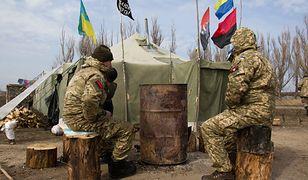 Ukraina: większość obywateli nie popiera stanu wojennego (na zdjęciu ukraińscy aktywiści w rejonie Doniecka, marzec 2017 r.)