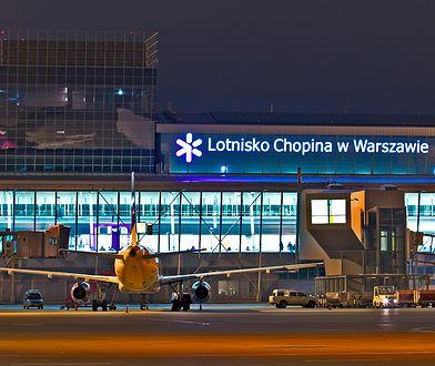 """Niecodzienny turysta na lotnisku Chopina. """"Nie można go wyprosić"""""""