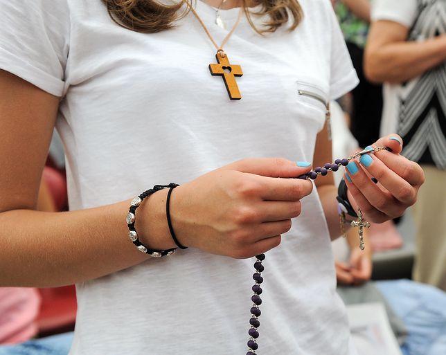 Biskupie zakazy dla charyzmatyków