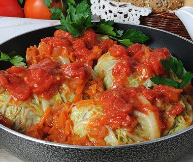Gołąbki to klasyk polskiej kuchni. Najlepszy smak zapewni dobrze ugotowany ryż i jakościowe mięso.