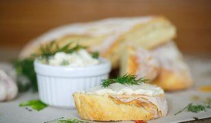 Gotowanie na ekranie: domowy chleb i serek topiony