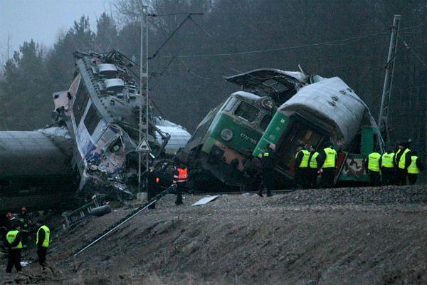 Miejsce katastrofy dwóch pociągów osobowych w Szczekocinach