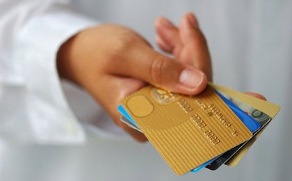 Karta kredytowa - zobacz, na co zwrócić uwagę przy wyborze